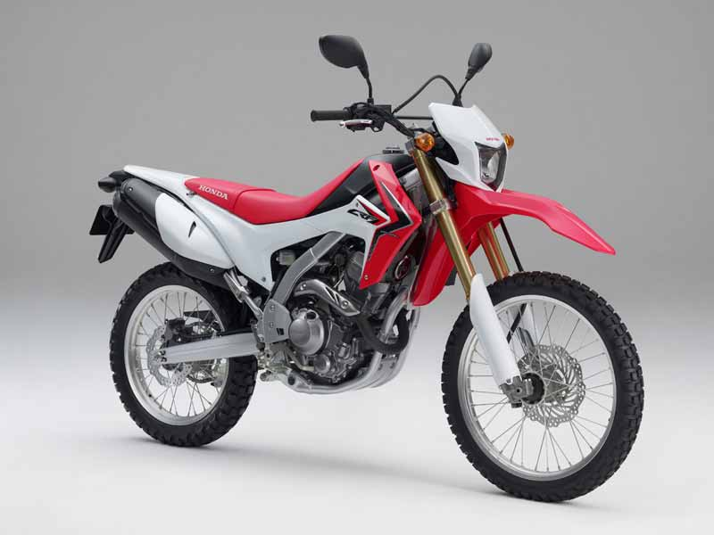 The CRF 250L has a 249cc, Dohc, single-cylinder motor (more or less the same as the CBR 250R's) that produces 22.6 bhp@8,500 rpm and 2.2 kgm of torque at 7000 rpm. Being fuel-injected, you can expect the motor to be extremely refined and efficient