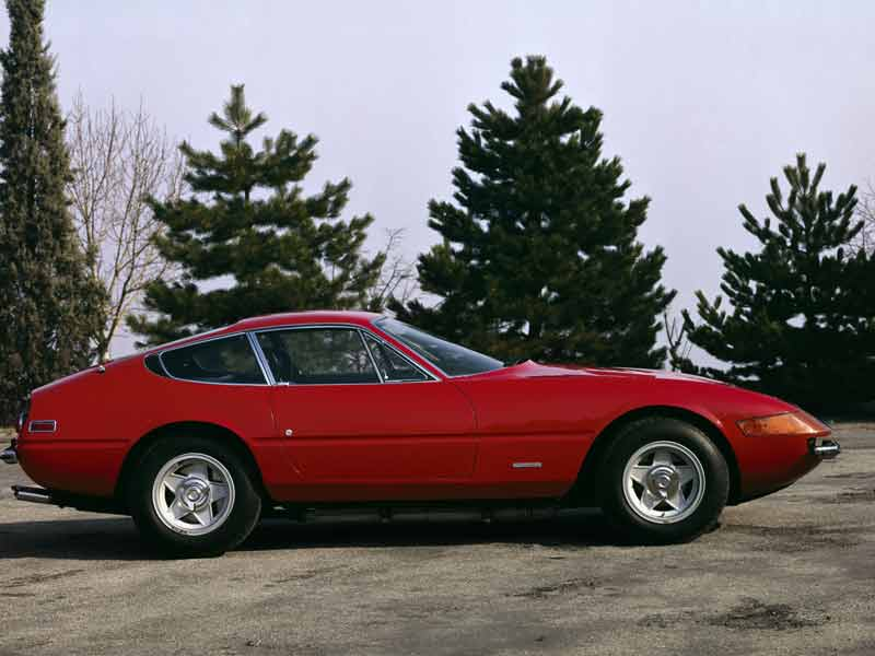 The last classic era ferrari, also one of the greatest. It went on sale at the same time as the Miura. Guess the late 60's was one of the golden eras when it came to supercars. The design was created by Lionardi Fioavanti. He once famously said, I worked for seven days without taking a break and then showed my ideas to Sergio Pininfarina. He liked them, as did Enzo Ferrari!