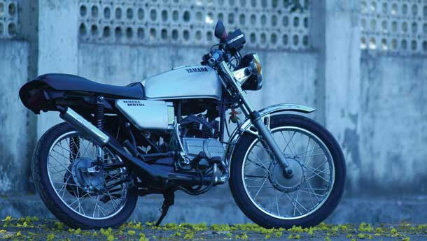 Drag modified Yamaha RX100 reviews & features