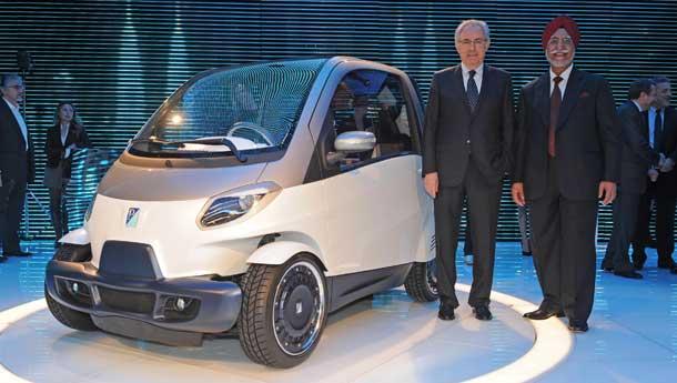 Piaggio shows small car concept for India