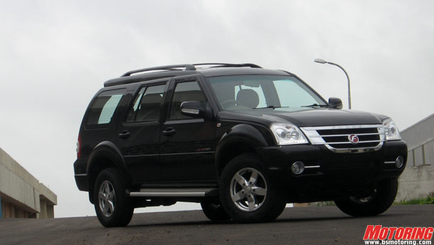 7-seat SUV; 2.2 litre Diamler diesel engine; currently only 4x2 version offered