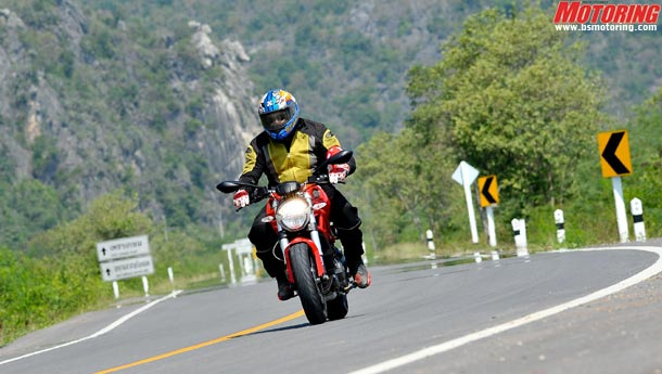 Ducati Monster 795 review - Mighty Duck